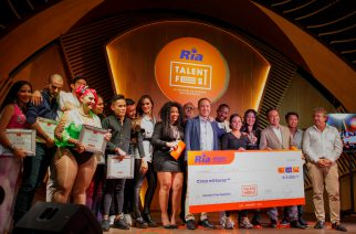 Los finalistas y ganadora de la final española del 'Ria Talent Fest'