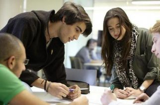 Mapa laboral español: 1 de cada 3 empresas que requiere universitarios valora los estudios de postgrado