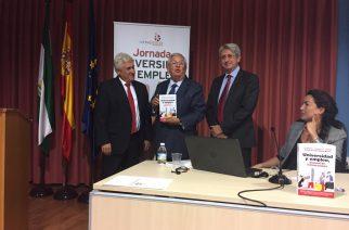 El libro 'Universidad y empleo' se presenta en Huelva entre estudiantes y empresarios