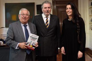 Educa2020 presenta al ministro de Educación Íñigo Méndez de Vigo el libro 'Universidad y Empleo'