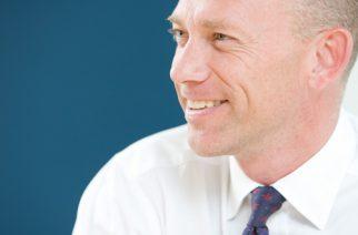 Alistair Cox: Cinco pasos para el tránsito de la universidad al empleo